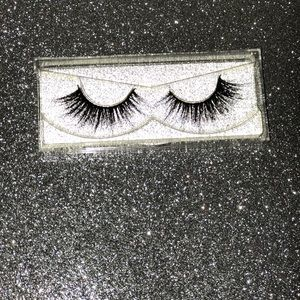 100 % Silk and mink lashes! 💜